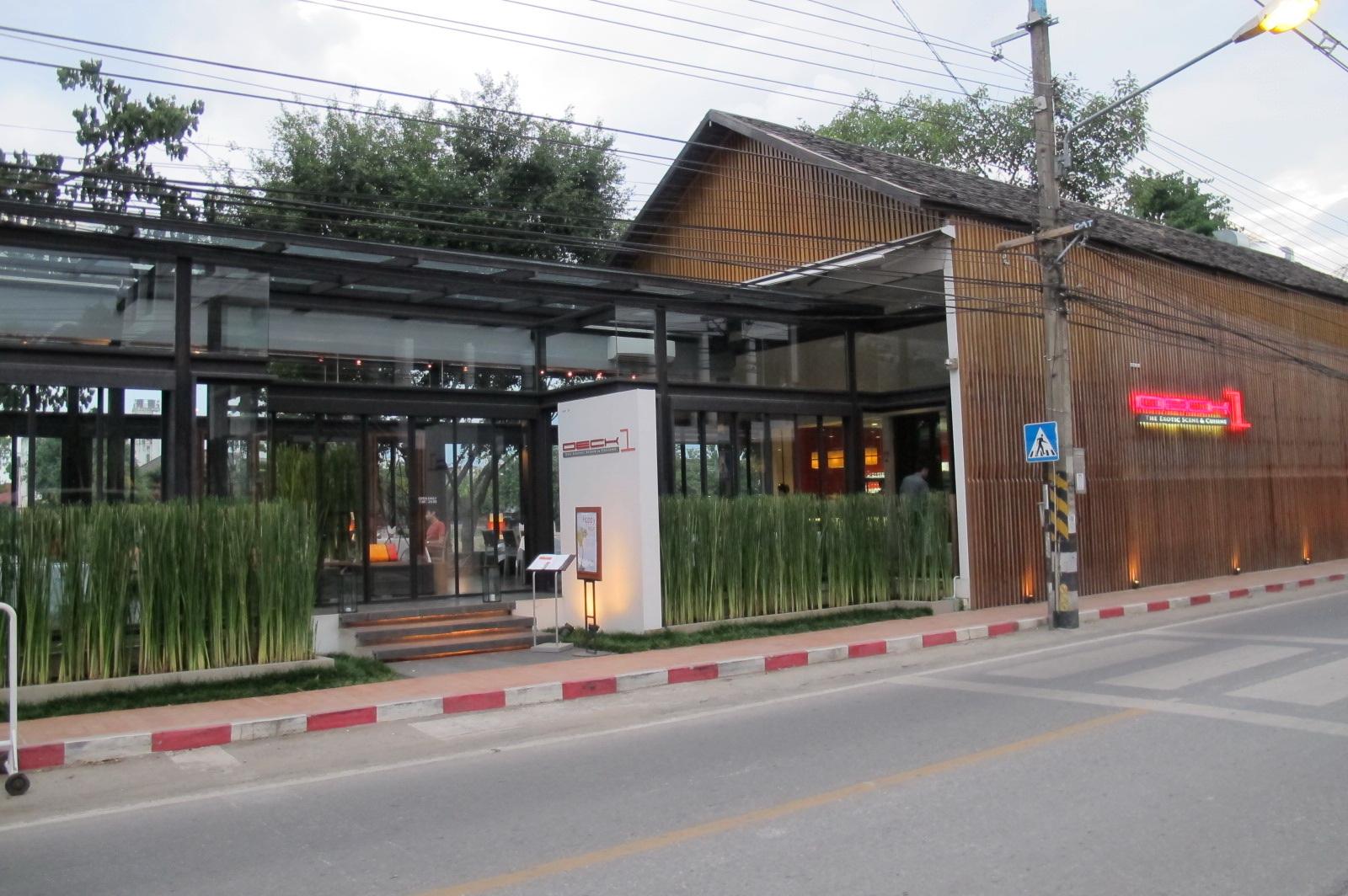 清迈河畔玻璃屋餐厅